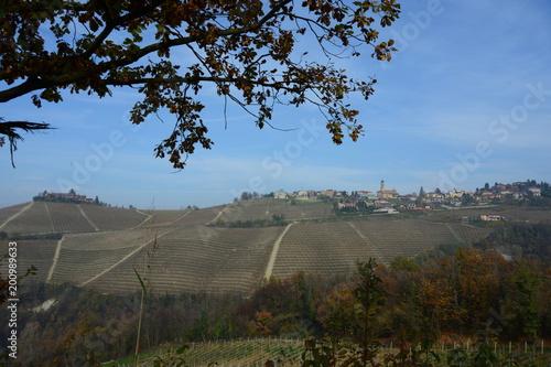 Keuken foto achterwand Zwart イタリア、ワインの里ピエモンテの風景