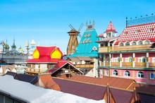 Izmailovsky Kremlin Complex Modeled After Old Russia During, Flea Market Invites Do Shopping.