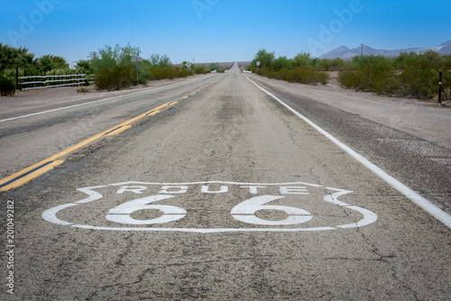 Foto op Canvas Route 66 Route 66 pavement sign on long straight road.