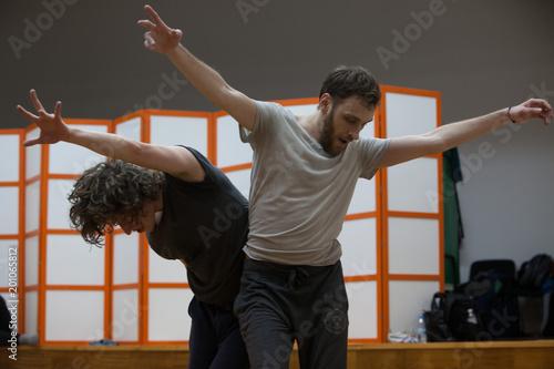 dancers improvise. contemporary dance performing - 201065812