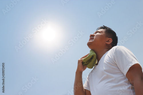 Fotomural Young man and heat stroke.