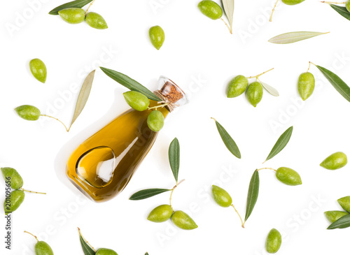 Photo  Fresh olives and olive oil, above view.