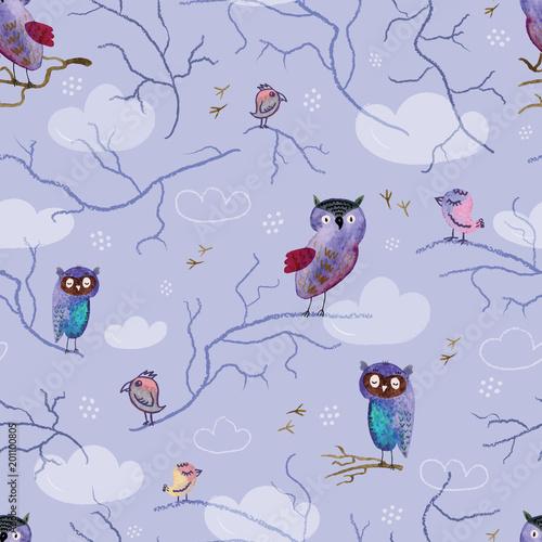 wzor-z-recznie-rysowane-sowy-i-ptaki-na-fioletowym-tle