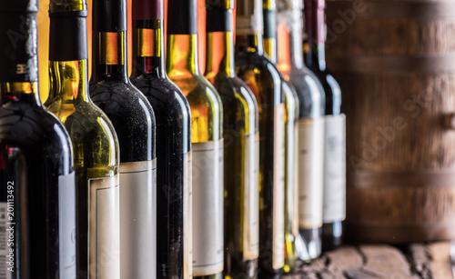 Poster de jardin Bar Wine bottles in row and oak wine keg.