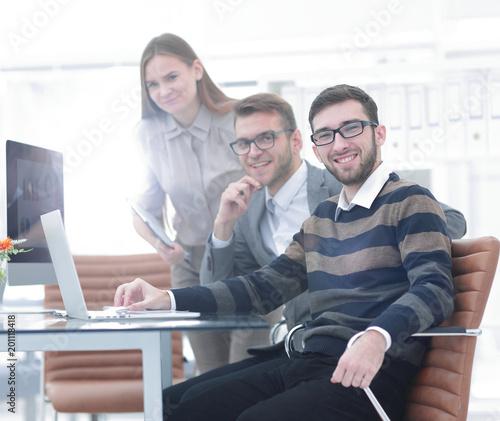 Fototapeta Business people working in the office obraz na płótnie