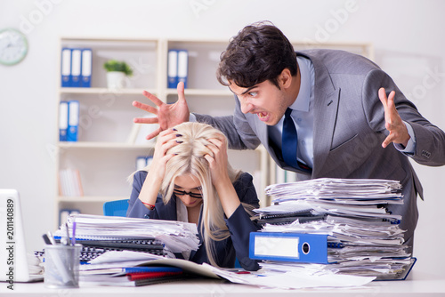 Tuinposter Klaar gerecht Angry irate boss yelling and shouting at his secretary employee