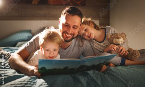 Fotografie, Obraz  evening family reading
