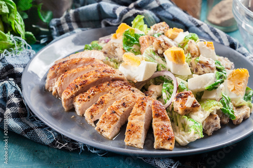 Papiers peints Jardin Healthy caesar salad with chicken, eggs and croutons