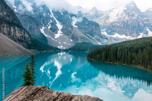 Fotobehang Pool Moraine lake in Banff National Park Canada