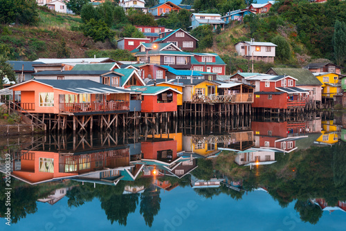 Photo  Traditional stilt houses know as palafitos in the city of Castro at Chiloe Islan