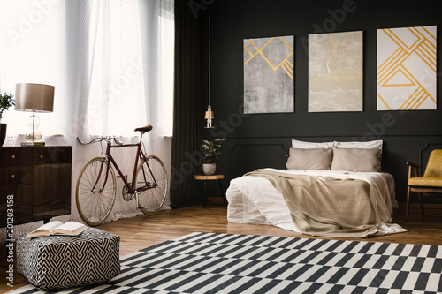 Poster Wintersporten Vintage room with bed