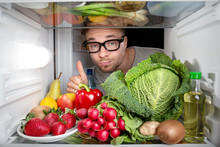 Kühlschrank Voller Obst Und G...