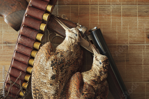 Fototapeta Hunting trophies and equipment lie он wooden board