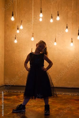 Foto op Plexiglas Wand Girl is with light bulbs