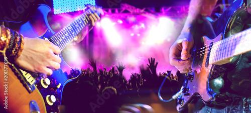 Diseño musical.Concierto y musica en directo.Guitarrista en el escenario y publico.Entretenimiento y ocio.