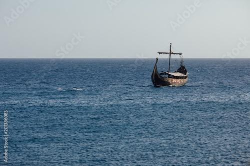 Foto op Aluminium Schip old black ship in the open sea