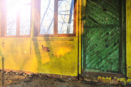 Fototapety, obrazy: colored walls and a large window in the loft at sunset