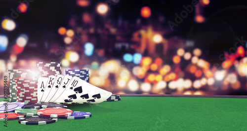 Foto Poker flush royal background with casino chips on green table 3D Rendering