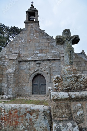 Foto op Plexiglas Monument La chapelle de Port-Blanc et son calvaire. Bretagne