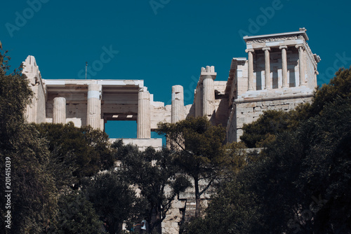 Papiers peints Con. Antique Old building with columns with modern city, urban background. Ancient Greek temple surrounded by park or forest. Cultural and architectural heritage concept.