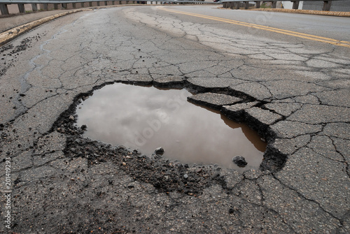 Pinturas sobre lienzo  Pothole in road with broken asphalt after spring thaw