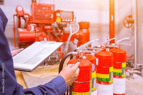 Fotografía  Engineer checking Industrial fire control system,Fire Alarm controller, Fire notifier, Anti fire