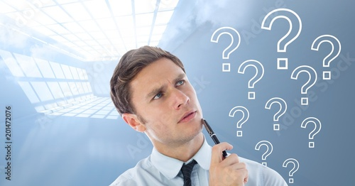 Tuinposter Klaar gerecht Man thinking with question marks