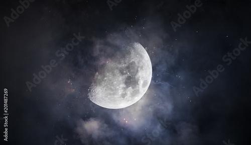 Foto  Mysteriöser Mond mit Wolken und Sternen  Mysterious moon with clouds and stars