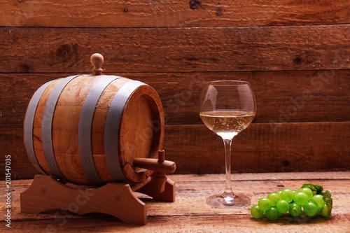 Cuadros en Lienzo Wine barrel, wine grapes and wine glass
