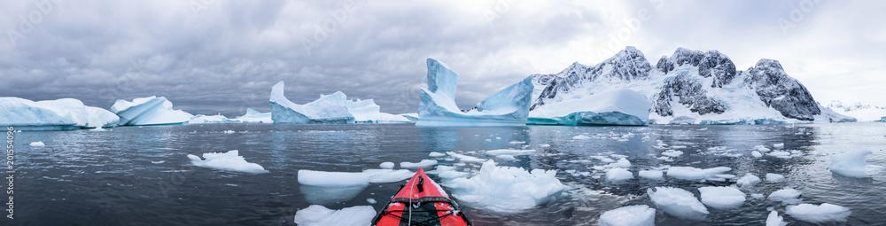 Fototapety, obrazy: Panoramic view of kayaking in the Iceberg Graveyard in Antarctica