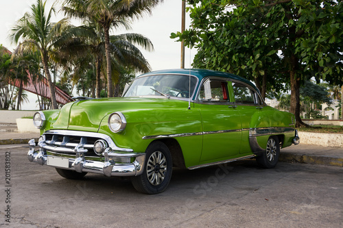 Old green American car parked in Cienfuegos © Angelo D'Amico
