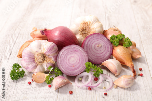 Photo assorted garlic and onion