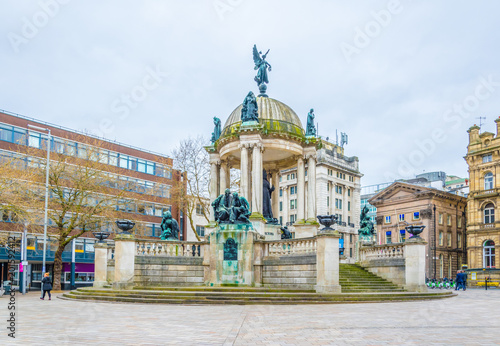 Cuadros en Lienzo Derby square dominated by Queen Victoria monument in Liverpool, England