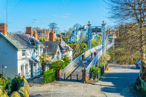 Foto View of residential houses alongside river Dee in Chester, England