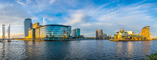 Photo  View of the Lowry theater and the mediacity UK in Manchester, England