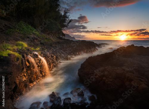 Fotografia, Obraz  Waterfall near Queens Bath in Princeville Kauai