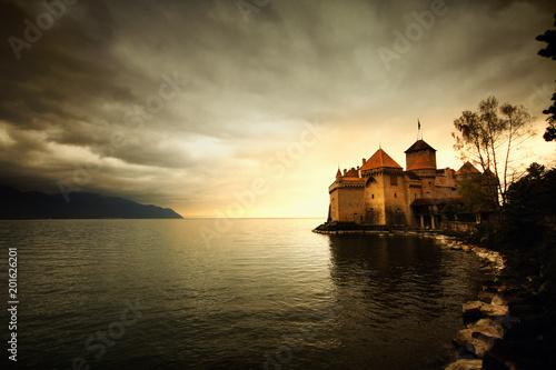 Foto Castle at Switzerland and wonderful lake, travel destination at Lake Geneve, anc