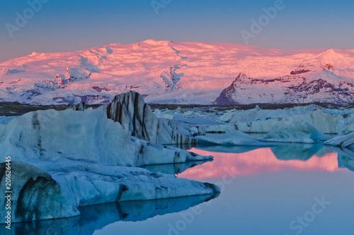 Poster Glaciers Sunrise in Jokulsarlon glacial lagoon, Iceland