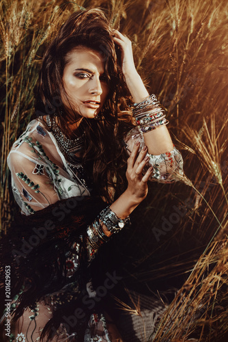Poster Gypsy girl posing in field