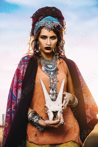 Photo sur Toile Gypsy ethnic gipsy with skull