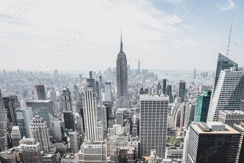 Photo  View from rockefeller center plattform over big apple new york city at a light c