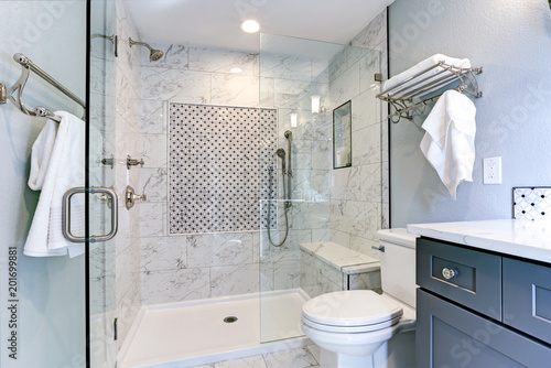 Fotomural New blue bathroom design with Marble shower Surround
