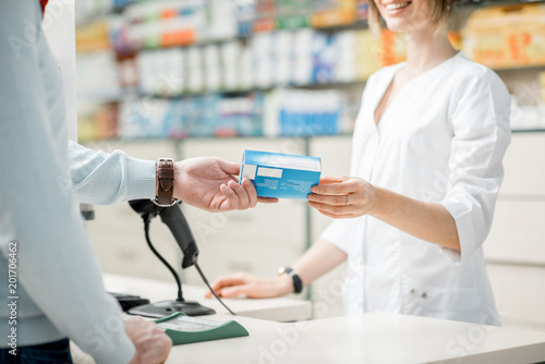Tuinposter Apotheek Giving madication at the pharmacy counter