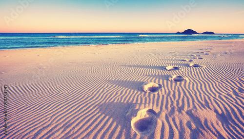 Poster Kust Dünen mit Fußspuren am Strand