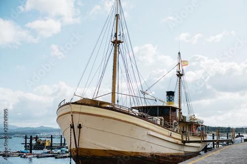 Poster Poort Old wooden ship