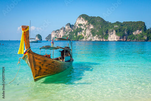 Papiers peints Bleu Long boat and tropical beach, Andaman Sea,Phi Phi Islands,Thailand