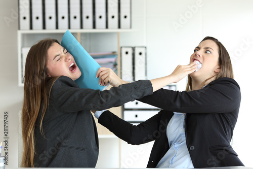 Two angry executives fighting at office Canvas-taulu
