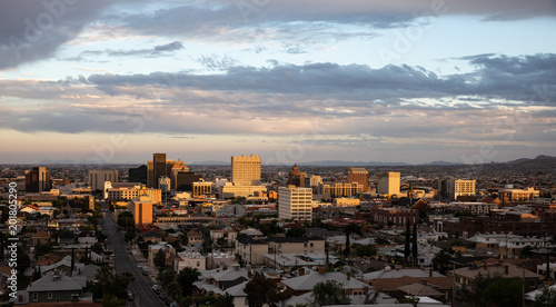 Stickers pour portes Batiment Urbain View of downtown El Paso, Texas at sundown