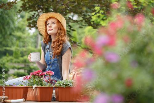 Fototapety, obrazy: Woman in a straw hat