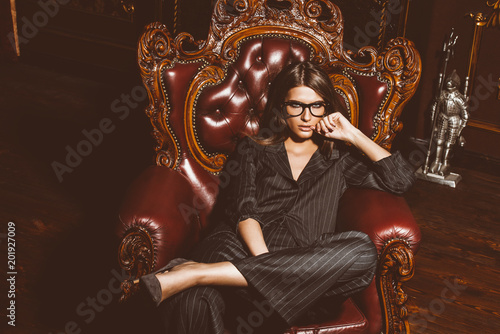 Photo  woman on vintage armchair